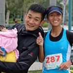 Women 20km: Liu Hong and family after the victory